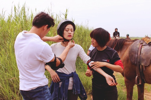 """""""Tình mới"""" của Quốc Cường Gia Lai trong mắt bạn diễn - 2"""