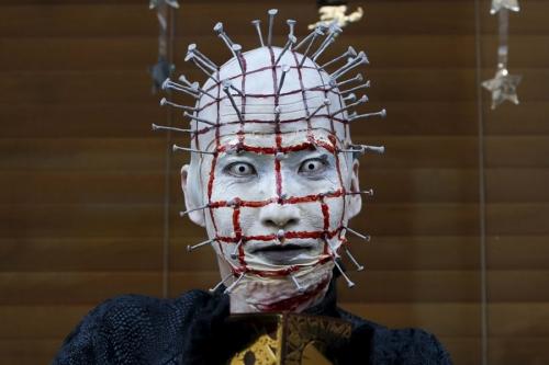 Giới trẻ Nhật Bản hóa trang kỳ dị dọa người đi đường - 3