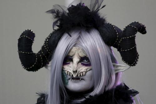 Giới trẻ Nhật Bản hóa trang kỳ dị dọa người đi đường - 5