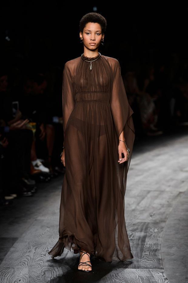 11 bộ váy mỏng manh khiến bạn không thể rời mắt - 1