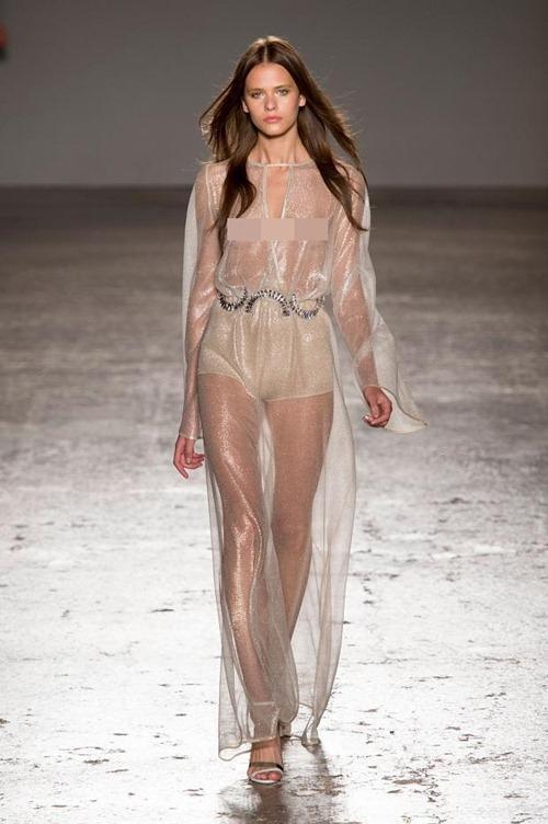 11 bộ váy mỏng manh khiến bạn không thể rời mắt - 5