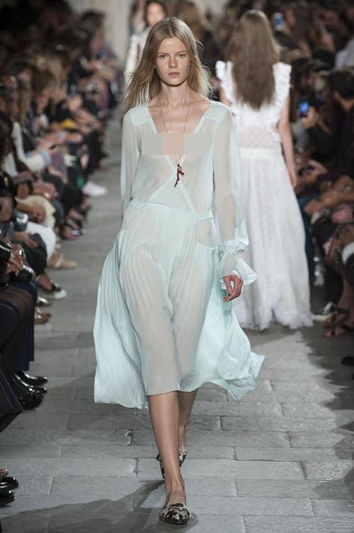 11 bộ váy mỏng manh khiến bạn không thể rời mắt - 8