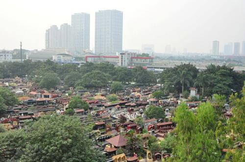 Ảnh: Những nghĩa địa lọt thỏm giữa phố phường Hà Nội - 1