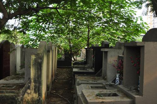 Ảnh: Những nghĩa địa lọt thỏm giữa phố phường Hà Nội - 2