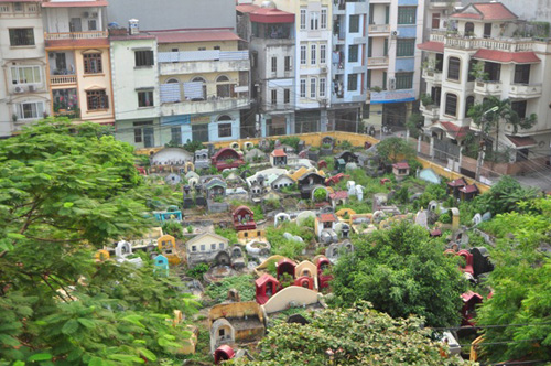 Ảnh: Những nghĩa địa lọt thỏm giữa phố phường Hà Nội - 10