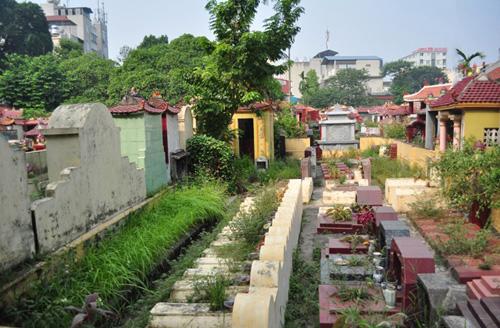 Ảnh: Những nghĩa địa lọt thỏm giữa phố phường Hà Nội - 14