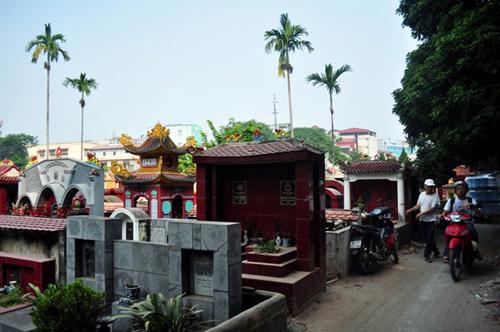 Ảnh: Những nghĩa địa lọt thỏm giữa phố phường Hà Nội - 15