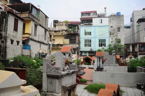 Ảnh: Những nghĩa địa lọt thỏm giữa phố phường Hà Nội - 5