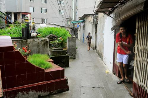 Ảnh: Những nghĩa địa lọt thỏm giữa phố phường Hà Nội - 7