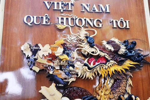 Ngắm bản đồ Việt Nam được trang trí bằng 70 loại gỗ - 10