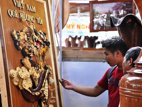 Ngắm bản đồ Việt Nam được trang trí bằng 70 loại gỗ - 12