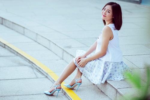 Văn Mai Hương ghi điểm với gu mặc xuống phố lạ mắt - 1