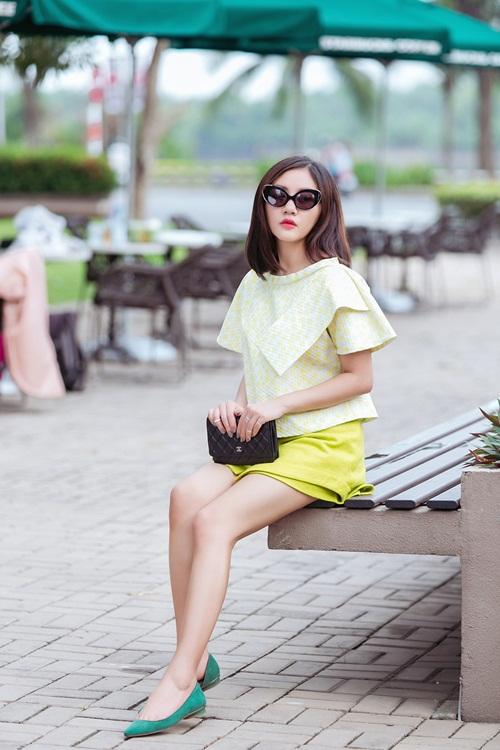 Văn Mai Hương ghi điểm với gu mặc xuống phố lạ mắt - 11