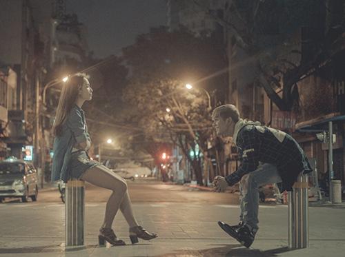 Ái Phương hẹn hò phố đêm cùng Sơn Ngọc Minh - 1