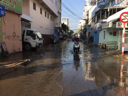 Trời không mưa, nhiều nơi ở Cần Thơ vẫn ngập nước - 3