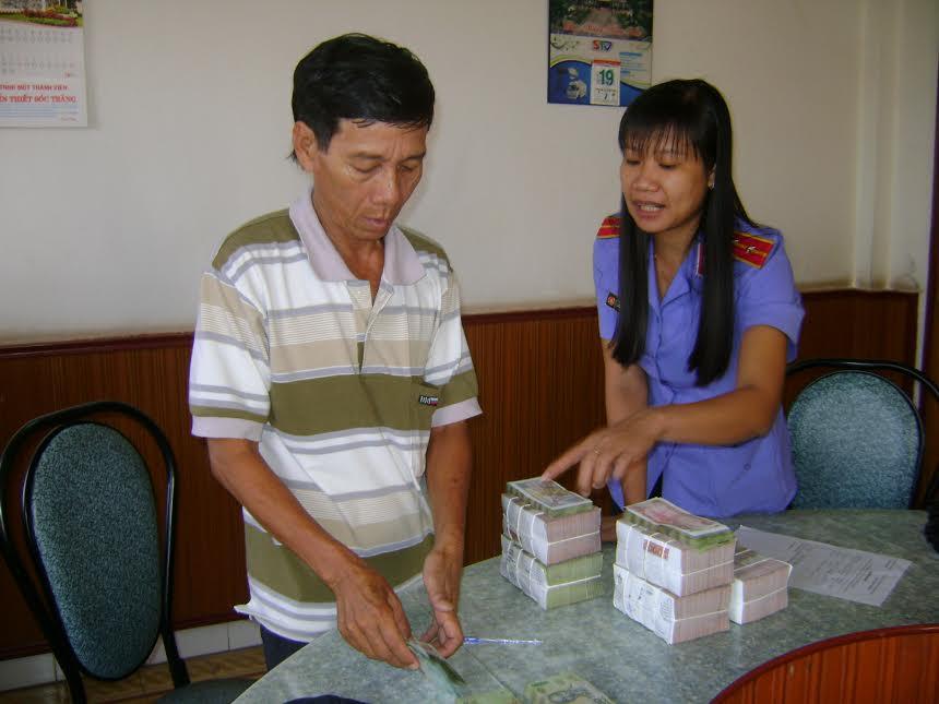 3 người cùng 1 gia đình nhận tiền bồi thường oan sai - 1