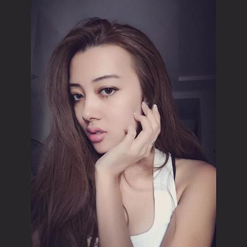 Facebook sao hot 30/10: Bạn gái Công Phượng khoe dáng đẹp - 14