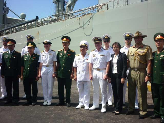 Tàu Hải quân Australia đã đến Đà Nẵng - 3