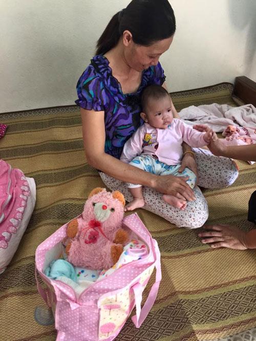 Xót xa bé gái 3 tháng tuổi bị mẹ bỏ rơi ở quán nước - 5