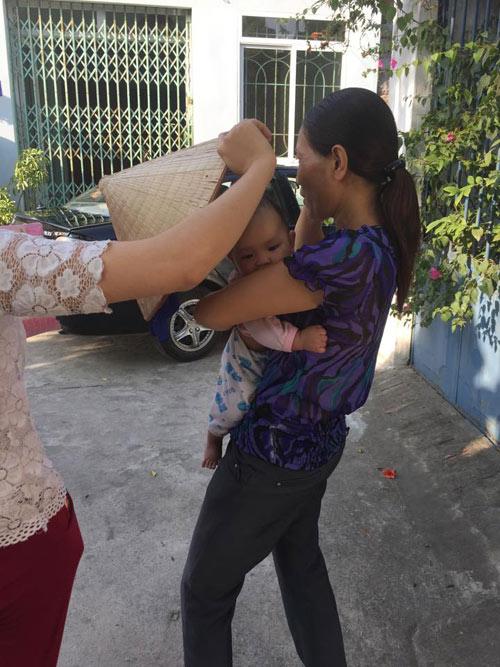 Xót xa bé gái 3 tháng tuổi bị mẹ bỏ rơi ở quán nước - 6
