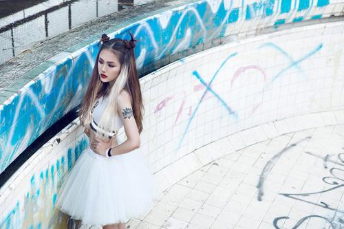 """Em gái ca sĩ Phương Linh hóa """"nữ hoàng nổi loạn"""" - 3"""