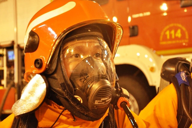 Diễn tập dập lửa, cứu người trong hầm vượt sông Sài Gòn - 15