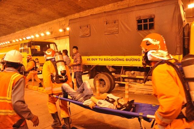 Diễn tập dập lửa, cứu người trong hầm vượt sông Sài Gòn - 6