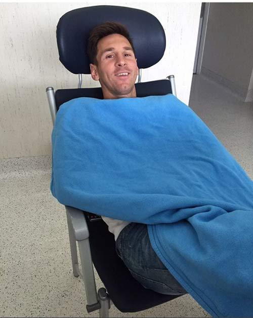 Messi đi học tiếng Anh chuẩn bị sang Premier League - 1