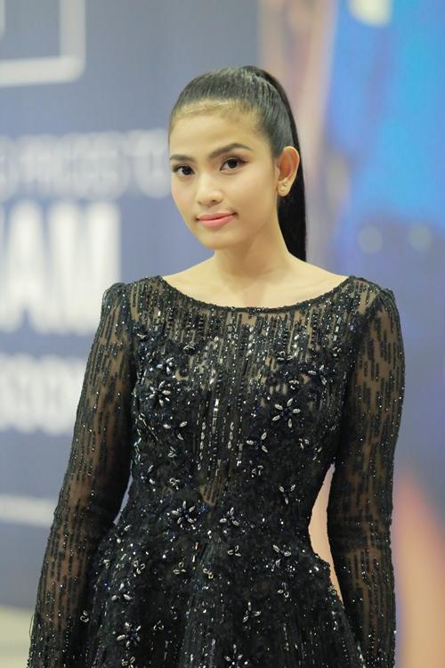Trương Thị May diện đầm đen vẫn trẻ trung, nổi bật - 2