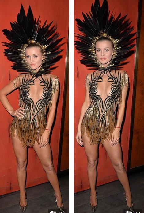 Chân dài 36 tuổi nổi nhất Halloween với váy mỏng tang - 2
