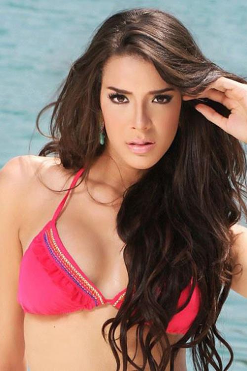 11 cô gái có khuôn ngực đẹp nhất Hoa hậu Quốc tế 2015 - 3