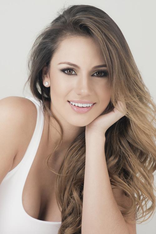 11 cô gái có khuôn ngực đẹp nhất Hoa hậu Quốc tế 2015 - 4