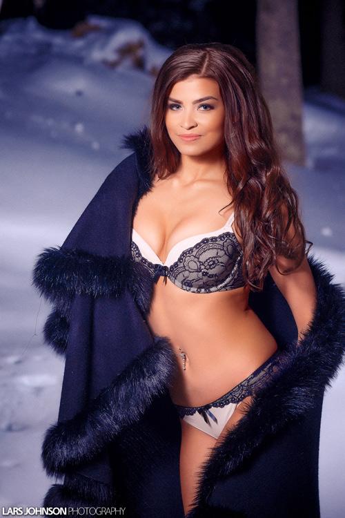 11 cô gái có khuôn ngực đẹp nhất Hoa hậu Quốc tế 2015 - 5