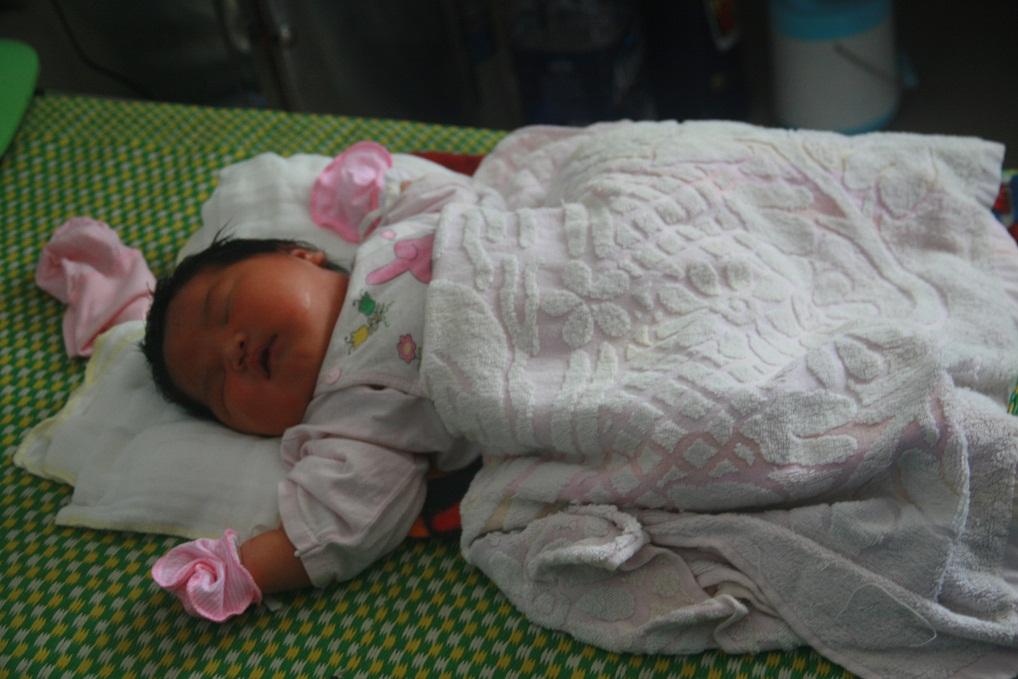 Quảng Nam: Hy hữu, trẻ sơ sinh nặng 5,2kg - 1