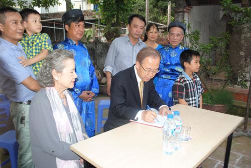 Tổng thư ký LHQ từng thăm nhà thờ họ Phan Huy ở Việt Nam? - 2