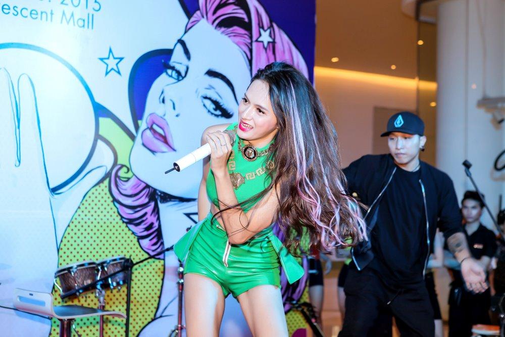 Hương Giang Idol mặc sexy hát hit của Phương Thanh - 5