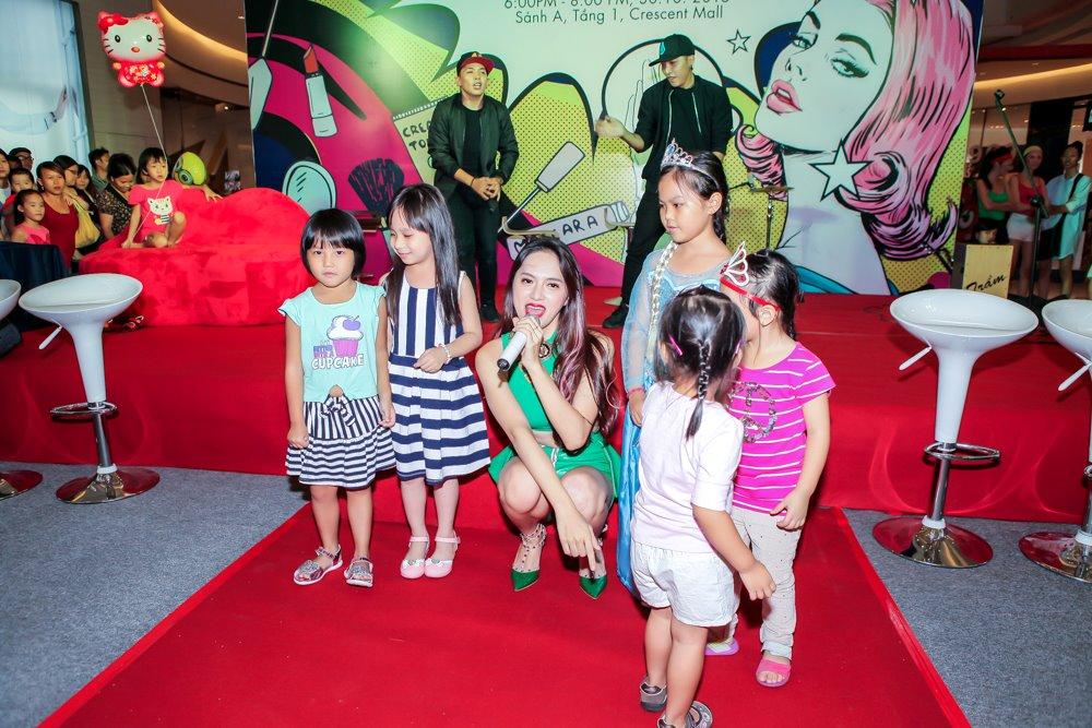 Hương Giang Idol mặc sexy hát hit của Phương Thanh - 6