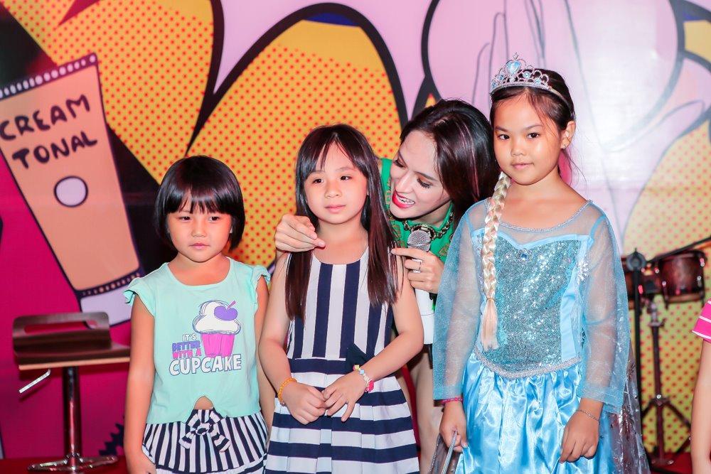 Hương Giang Idol mặc sexy hát hit của Phương Thanh - 7