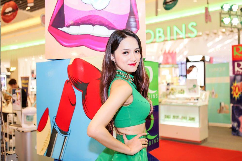 Hương Giang Idol mặc sexy hát hit của Phương Thanh - 2