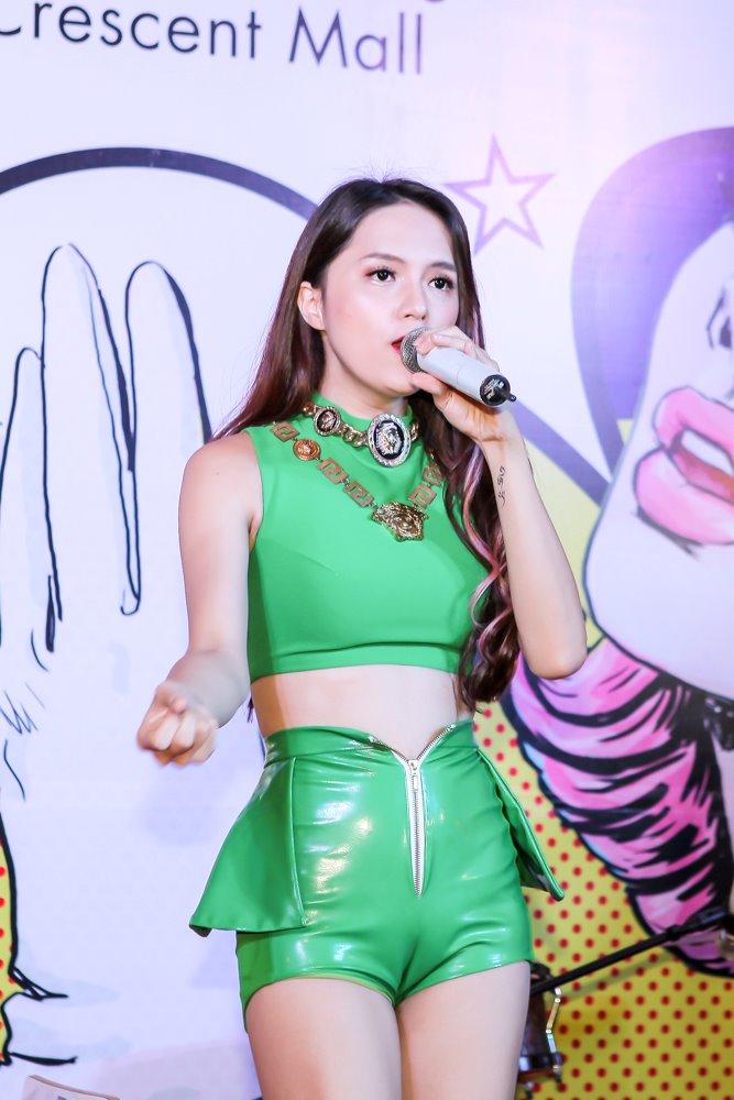 Hương Giang Idol mặc sexy hát hit của Phương Thanh - 4