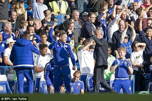 Chelsea sớm mở điểm, Mourinho vẫn mặt lạnh - 2