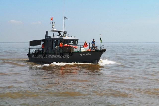 Toàn cảnh ngày đầu cứu hộ tàu hàng chìm ở Cần Giờ - 4