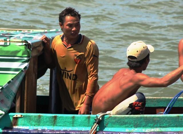Toàn cảnh ngày đầu cứu hộ tàu hàng chìm ở Cần Giờ - 13
