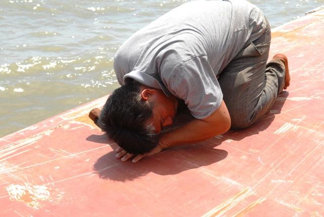 Toàn cảnh ngày đầu cứu hộ tàu hàng chìm ở Cần Giờ - 8