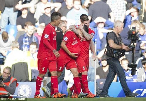 Coutinho rực sáng, đẩy Chelsea vào bể khổ - 3