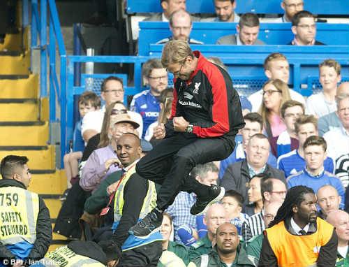 """Klopp """"khẩu chiến"""" với trợ lý HLV Chelsea - 1"""