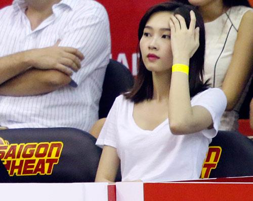 Hoa hậu, người đẹp say mê cổ vũ CLB bóng rổ số 1 VN - 6