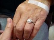 Bạn trẻ - Cuộc sống - Cụ ông dùng tiền tiết kiệm mua nhẫn kim cương trăm triệu cho vợ