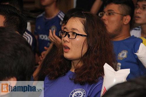 """Ghế Mourinho """"nóng hơn lửa"""", fan Chelsea đầy tâm trạng - 1"""