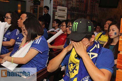"""Ghế Mourinho """"nóng hơn lửa"""", fan Chelsea đầy tâm trạng - 2"""